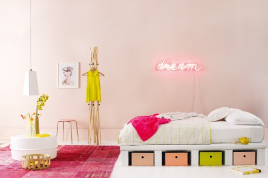 HomeLife neon bedroom