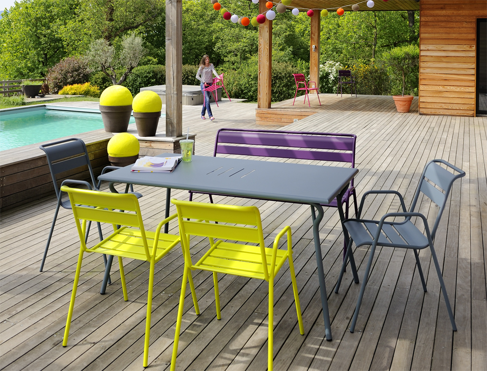 Fermob outdoor lounge furniture for interieur blog for Table jardin metal gris